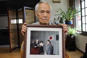 茅誠司「小さな親切」運動本部 初代代表に感謝状を贈呈された際のお写真と